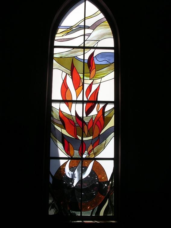 Imagem 1 (criador desconhecido) mostra como uma pomba com fogo e vento, em seu despertar, paira sobre a escuridão e desce à sombria pecaminosidade do mundo e do coração humano.