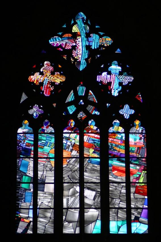 Imagem 2: Georg Meistermann: Pentecost Window (Janela do Pentecostes), 1963, na Igreja de Santa Isabel, em Marburgo, Alemanha. © Bernhard Dietrich, Elisabethkirche Marburg.
