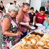 Igrejas ajudam famílias afetadas pelas chuvas em Recife, PE